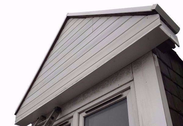 Building with repaired gutters