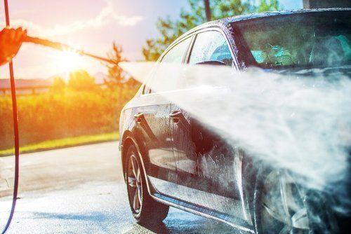 meccanico lava auto