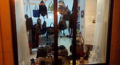 La Bottega dell'Usato è il luogo che cercavi da tanto tempo: nel nostro innovativo mercatino puoi trovare capi d'abbigliamento e accessori, come borse delle migliori marche a prezzi incredibili.