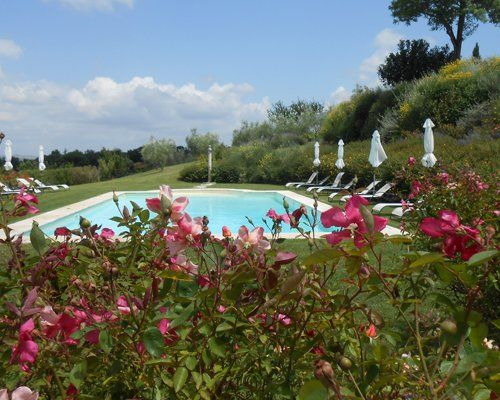 vista piscina in agriturismo a Colle di Val D'elsa, SI