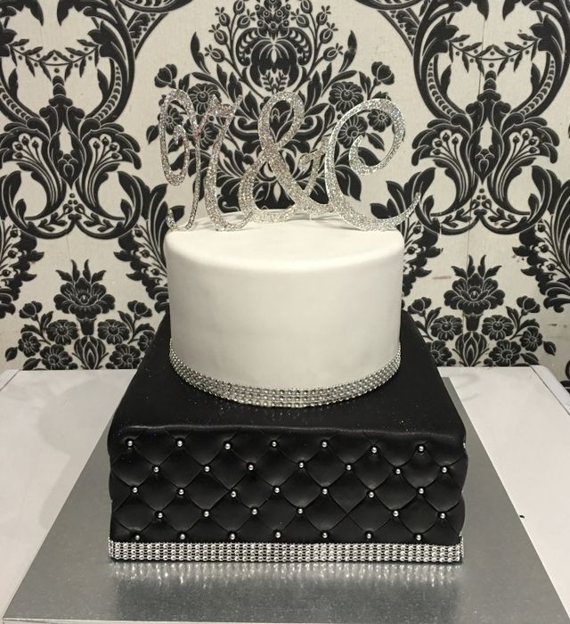 Wedding cake with floral base