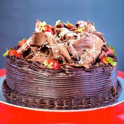 chocolate mud cake with strawberries