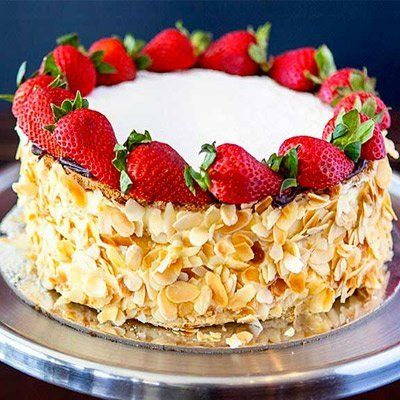 Gateau with slivered almonds and strawberries
