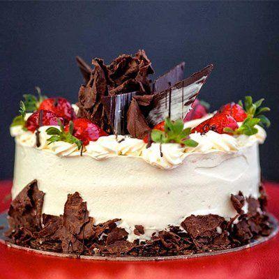 Strawberry gateau with chocolate