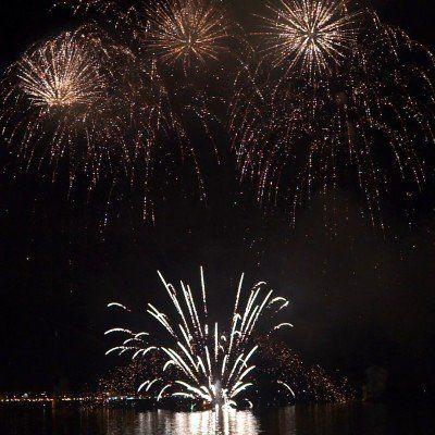 uno spettacolo di fuochi d'artificio