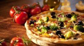 pizza alle olive, pizza cotta in forno a lega, pizza a pranzo