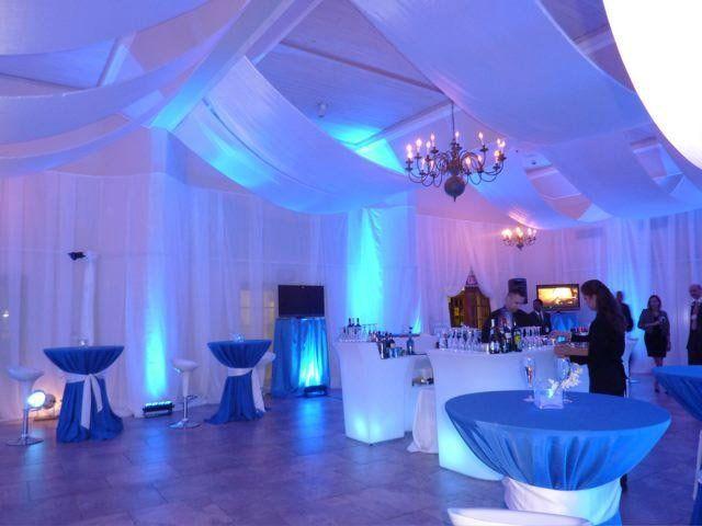 wedding lighting setup with spotlights and chandeliers