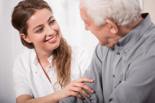 assistenza a un anziano