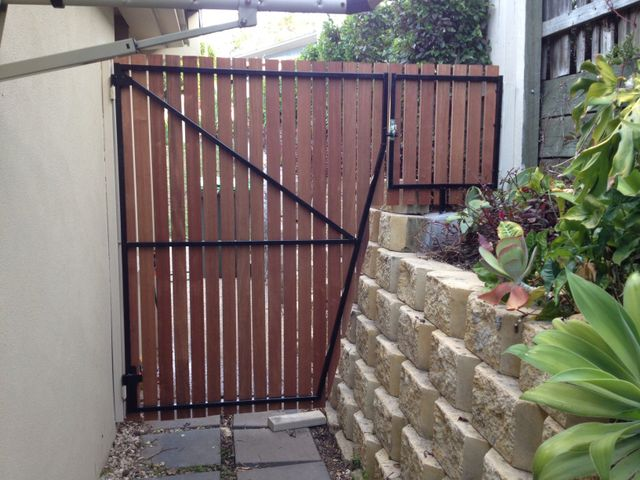 Wooden Gate with Steel and aluminium gate frame