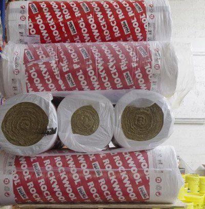 rulli di materiali per l'isolamento impacchettati