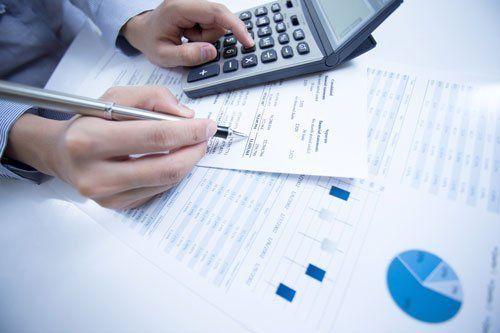 analisi dati aziendali con calcolatrice