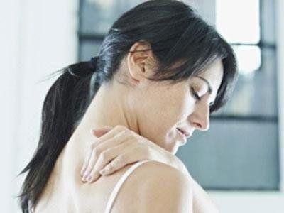 donna in dolore spalle e collo
