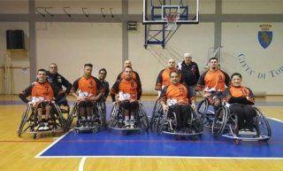 squadra di basket in carrozzina