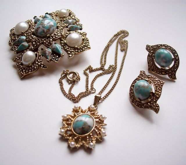 Sarah coventry necklace brooch and earrings designer sarah coventry pendant brooch and earrings aloadofball