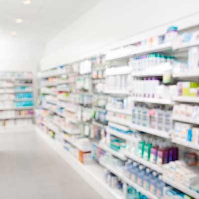 Scaffale di una farmacia