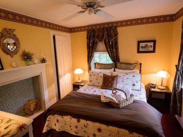Thumbnail photo of Tavern Suite bedroom