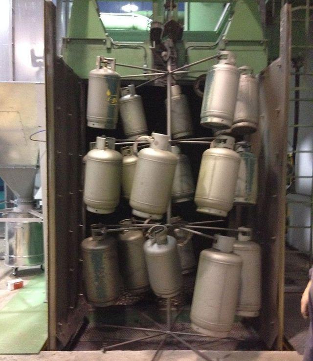Le attrezzature:Chiomento sabbiatura e verniciatura a Rosà