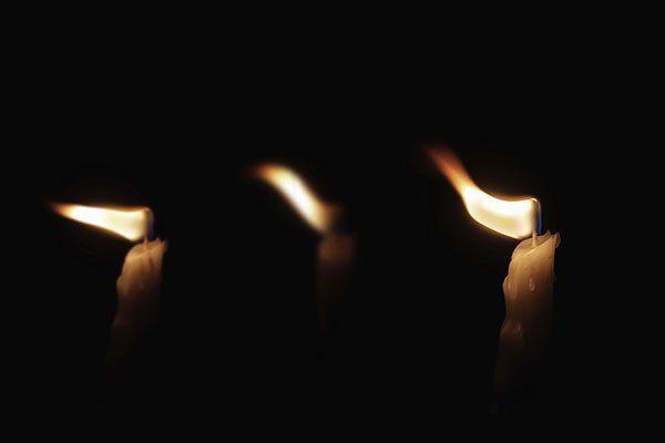 tre lumini accesi