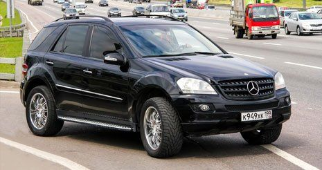 Auto nera a L'Aquila