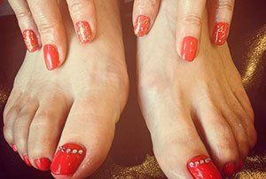 red coloured nails