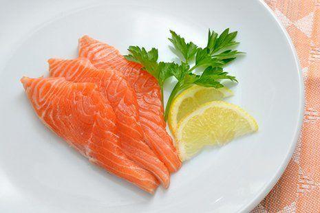 fettine di salmone crudo