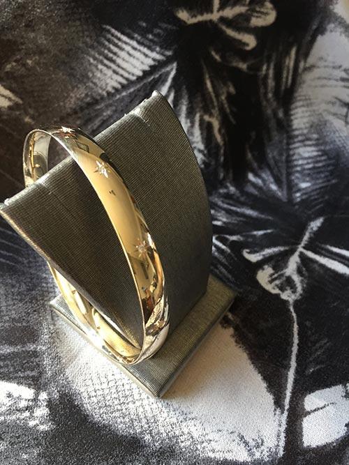 Jewellery gold bangle
