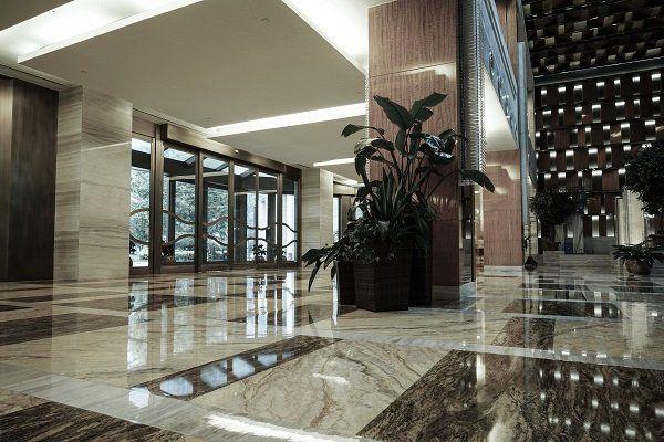 Pavimentazione in marmo dell'ingresso di un palazzo