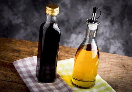 Bottiglia di aceto e olio