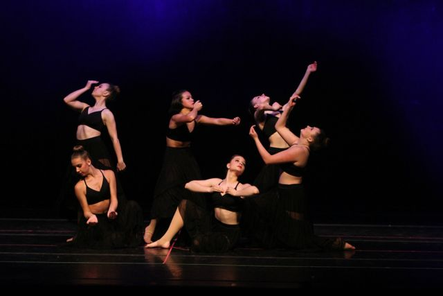 Six Contemporary Dancers