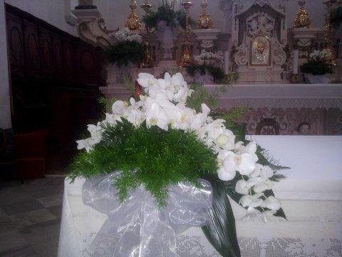 addobbo floreale in chiesa
