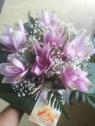bouquet sposa con fiori viola