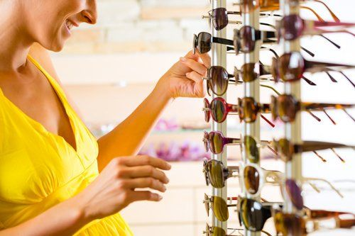 Woman selecting the best sunglasses