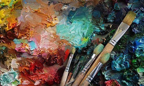 Pennelli e pittura di vari colori presso Agraria Siamo Al Verde a Cantoira (TO)