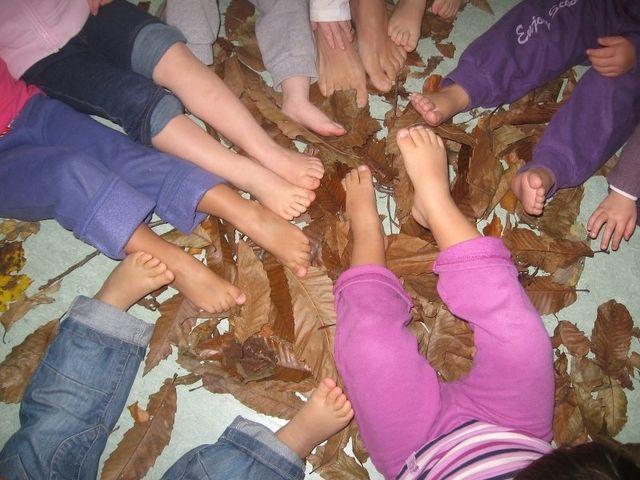 Attività di gruppo, bambini, giochi divertenti, arte