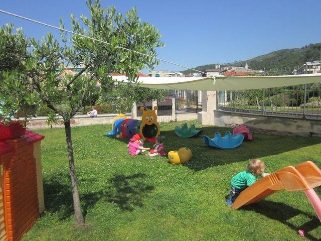 Il nostro giardino, bambino,giochi, tendoni,