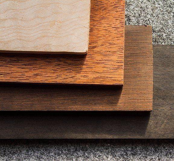 Lastre di legno per pavimentazioni di 4 diversi colori