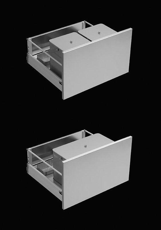 due cassetti da cucina su sfondo nero