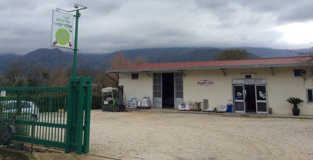 Piazzale di fronte a Punto Verde a San Martino Valle Caudina