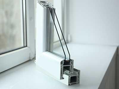 un angolo di una finestra in PVC