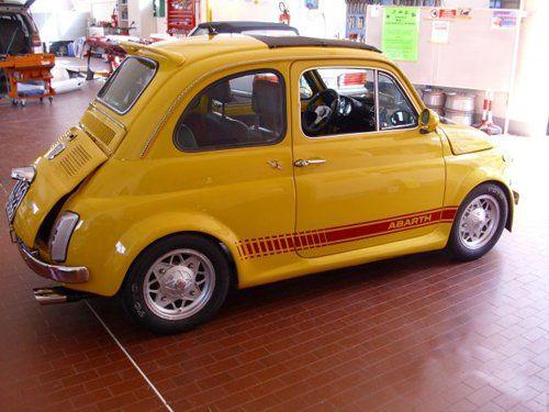 auto gialla a marchio FIAT ABARTH in una officina