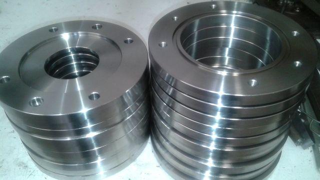 tornitura metalli di diversa forma