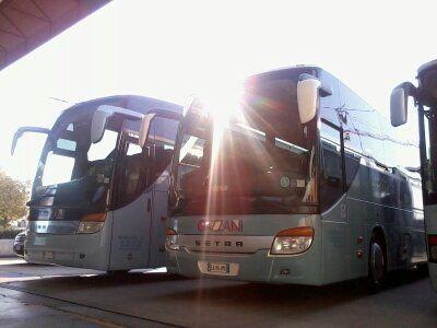 due autobus parcheggiati