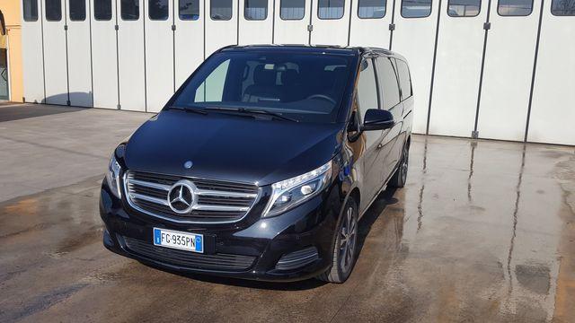 vista frontale di Mercedes da noleggio