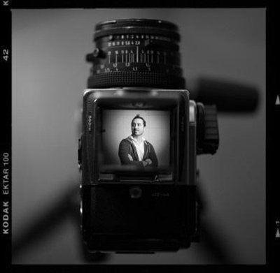 Il fotografo utilizza attrezzature professionali Canon