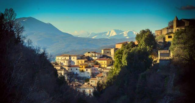 villaggio tra i monti