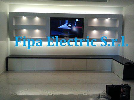 una tv in un mobile e la scritta Fipa Electric S.r.l