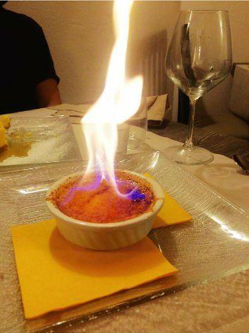 un mousse con una fiamma