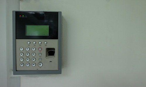 un dispositivo di sicurezza con impronta digitale
