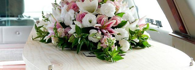 Mazzo Di Fiori Per Funerale.Il Galateo Dei Fiori Per Un Funerale