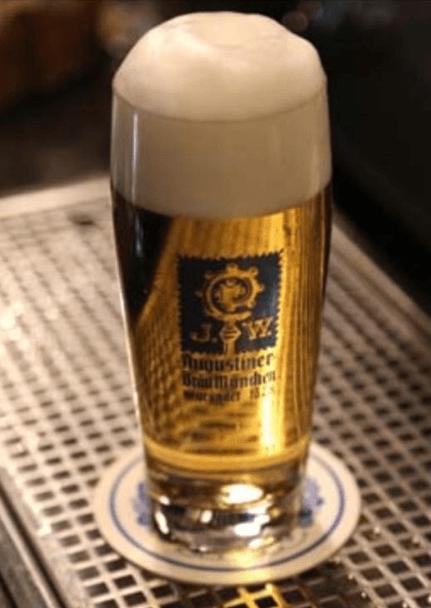 Bicchiere birra schiuma a Roma